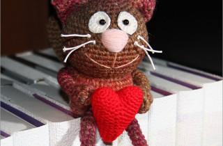 Кот с сердечком