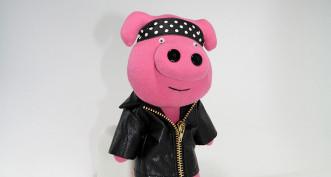 Розовый свин в кожанке